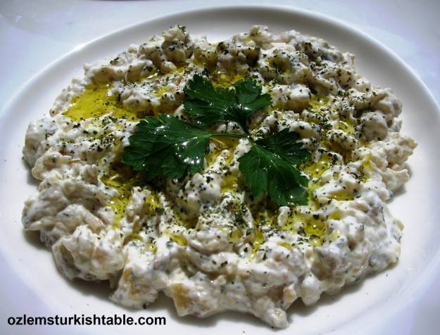 Patlicanli yogurtlama; smoked eggplant salad with garlic yoghurt and mint