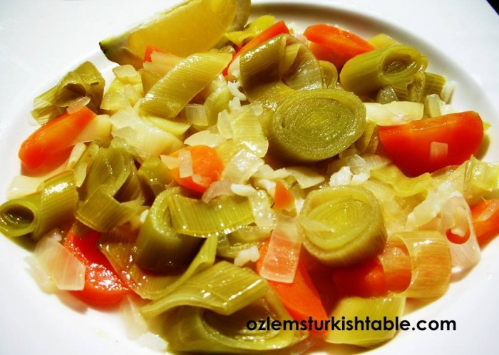 Leeks, carrots, onions and rice cooked in olive oil; Zeytinyagli Pirasa