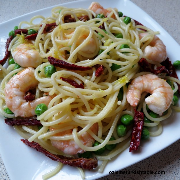 Fresh peas in spaghetti with sun dried tomatoes and garlicky shrimp; a delicious and easy meal
