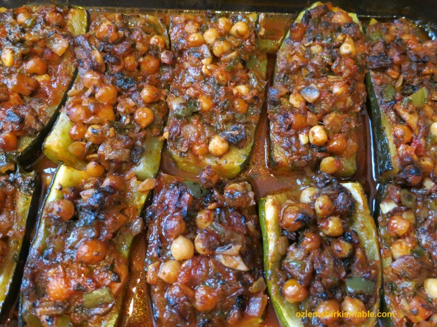 Stuffed zucchini with onions, mushrooms, pepper and chickpeas, in tomato sauce