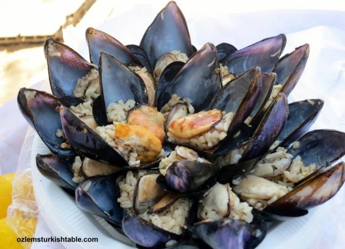 Midye dolma; Stuffed Mussels