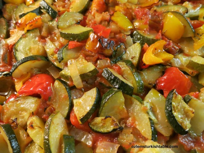 Baked zucchini (courgette), peppers, onion and garlic in tomato sauce - Firin Sebze