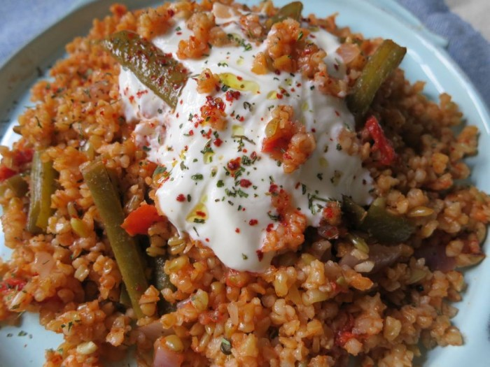 Bulgur pilaf with freekeh, green beans and red onions; delicious with a dollop of yoghurt on top.