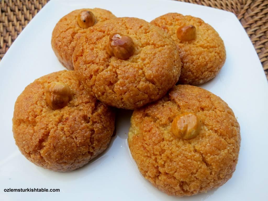 Almond semolina cookies recipe