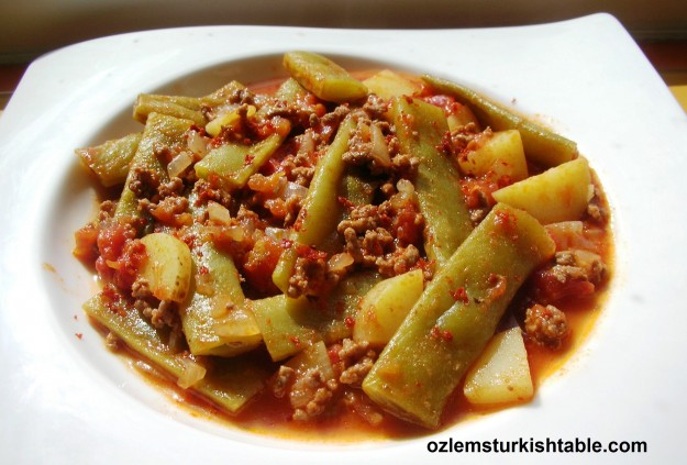 Etli Taze fasulye; green beans cooked with onions, tomatoes, potatoes with ground meat; delicious, healthy and easy