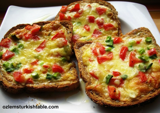 Turkish cheese and egg open toastie with tomatoes and spring onion, delicious!
