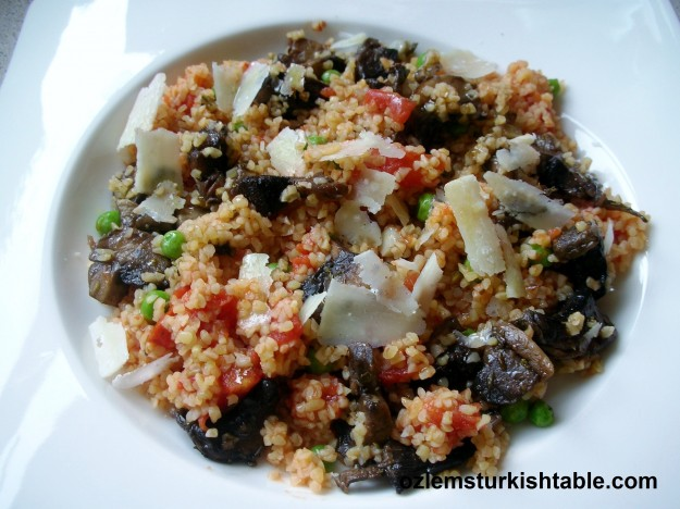 Bulgur wheat pilaf with mushrooms and vegetables - ready for your enjoyment