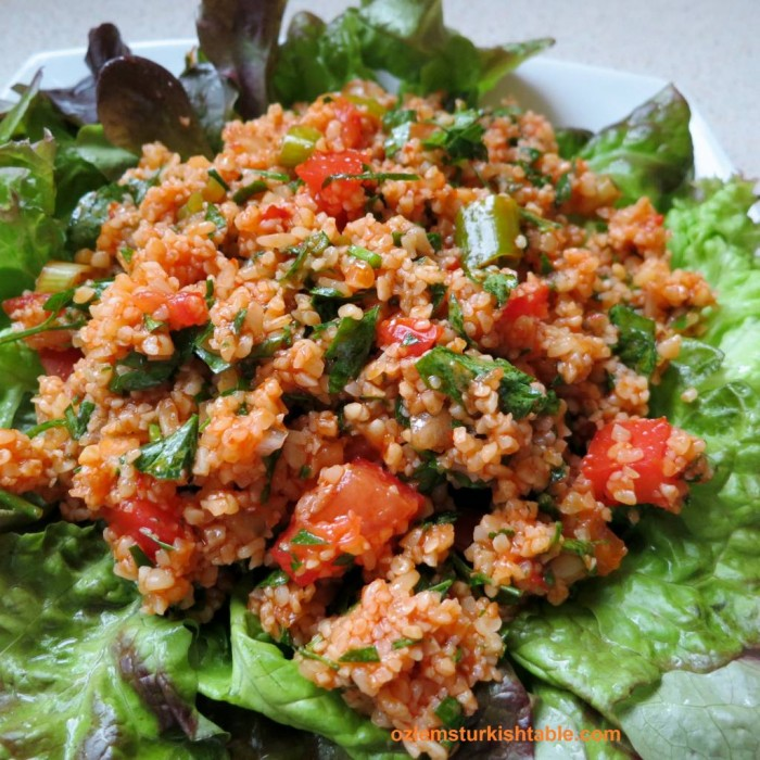 Bulgur wheat salad with pomegranate molasses, Kisir