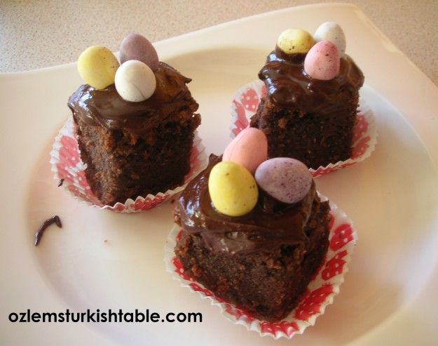 Almond and chocolate Easter Cake