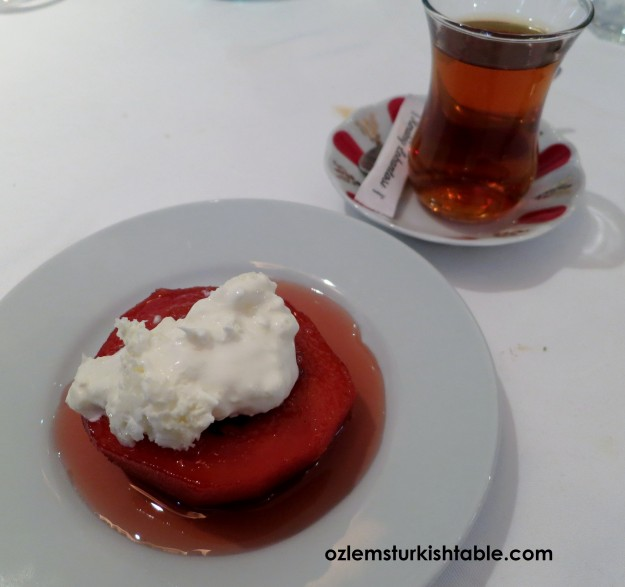 kaymakli Ayva tatlisi - Quince dessert with Turkish clotted cream