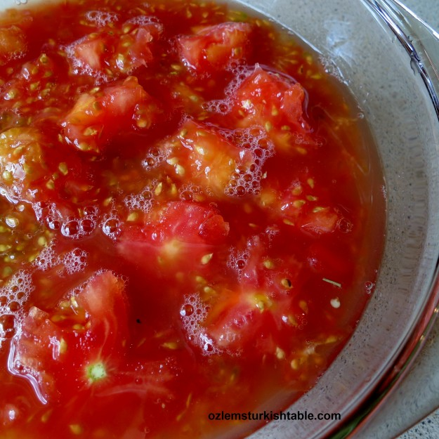 Save the flesh of the tomatoes to go at the sauce of the dolmas