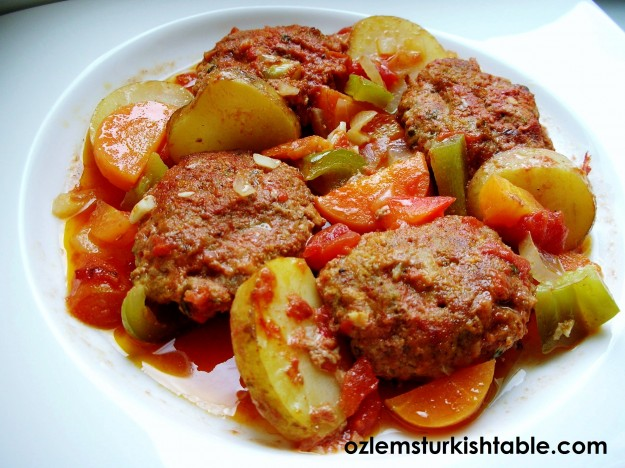 Izmir Kofte; Casserole of meatballs, onions, peppers and potato