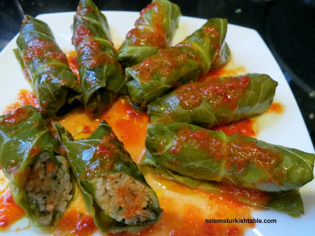 Stuffed winter leaves with ground meat and aromatic rice; Kis Sarmasi