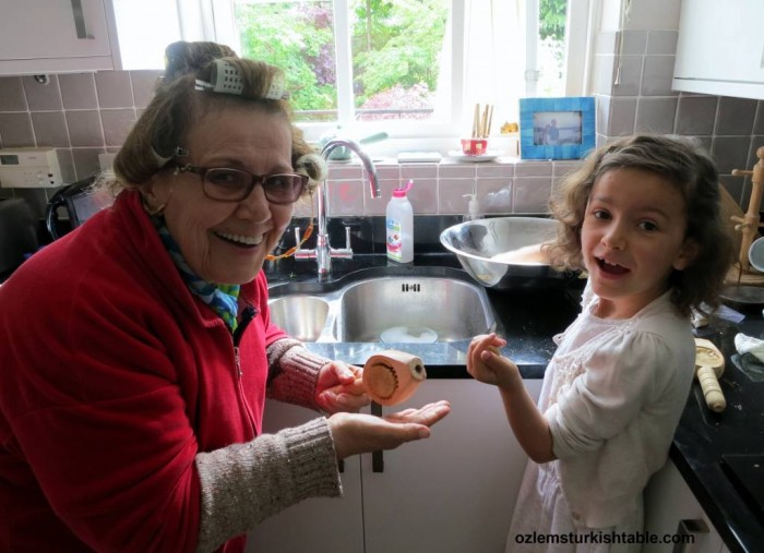 Anneanne, grandma and my daughter, shaping the kombe cookies together