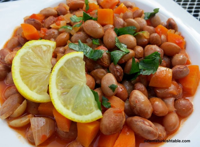 Barbunya Pilaki; Borlotti (Cranberry) beans cooked with onions, tomatoe and carrots in olive oil