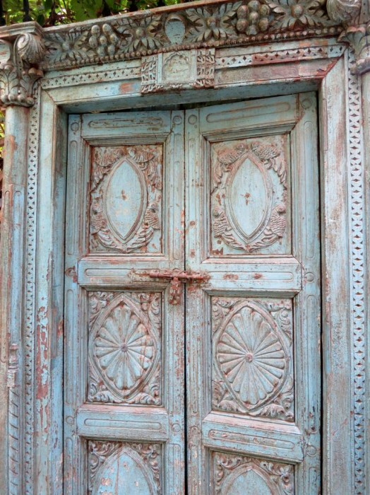 A gorgeous antique door at Cukurcuma market, how I wished to take it back home