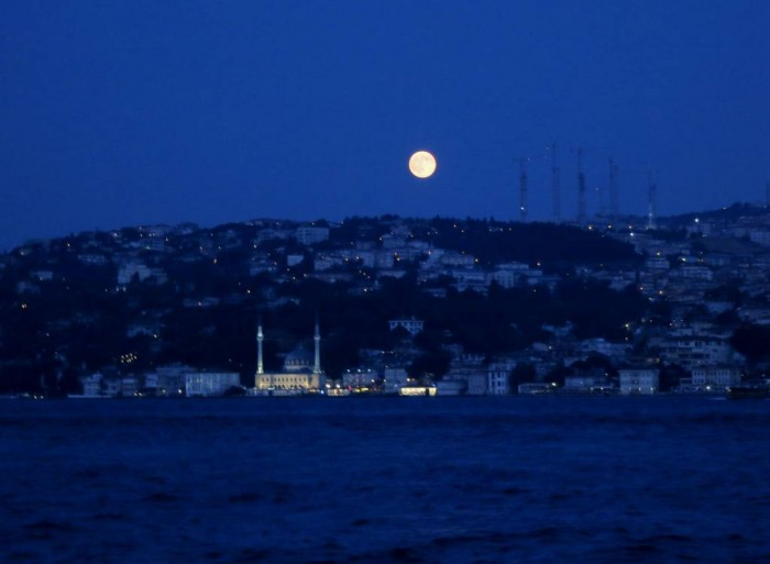 Full moon in Istanbul, by the Bosphorus